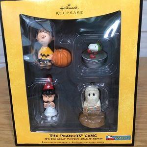 The Peanuts Gang Halloween Ornaments Hallmark NIB